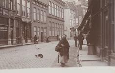 1908 Gezicht in de Lange Delft te Middelburg met links café-restaurant De Zon