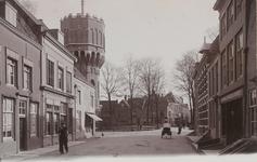 2030 Gezicht in de Noordpoortstraat te Middelburg met de watertoren op het Molenwater