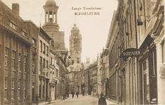 2038 Gezicht op de Lange Noordstraat te Middelburg met links de R.K. kerk en op de achtergrond de stadhuistoren
