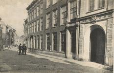 2062 Gezicht in de Lange Noordstraat te Middelburg met het postkantoor