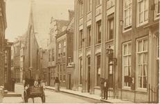 2082 Gezicht in de Lange Sint Pieterstraat te Middelburg, met de Waalse kerk