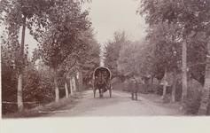 2103 Gezicht in de Seisweg te Middelburg met een paard en huifwagen