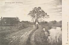 2123 Een wandelende vrouw op de Schroeweg bij Middelburg