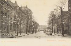 2126 Gezicht in de Stationsstraat te Middelburg met op de achtergrond het station