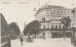 2129 Gezicht op de hoek van de Loskade en de Stationsstraat te Middelburg, met Hotel Du Commerce en café-restaurant en ...