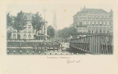 2141 Gezicht op de hoek van de Blauwedijk en de Stationsstraat te Middelburg met op de achtergrond de Abdijtoren