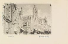 2154 Gezicht in de Vlasmarkt te Middelburg met op de achtergrond de stadhuistoren