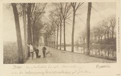 2188 Poserende jongens op de Koudekerksesingel (thans Langevielesingel) bij Middelburg