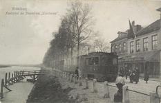 2391 Gezicht op de stoomtram en de halte aan de Blauwedijk te Middelburg, met op de achtergrond café-restaurant Juliana