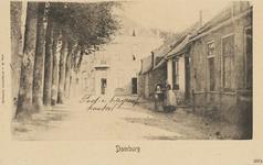 243 Het post-en telegraafkantoor te Domburg, met op de voorgrond een meisje met kinderwagen