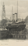 2451 Een in het dok te Middelburg liggende mailboot met op de achtergrond de abdijtoren