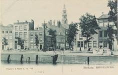 2481 Gezicht vanaf de Binnenhaven op een deel van de Londensekaai, de ingang van de Nieuwstraat en een deel van de ...