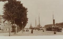 2526 Gezicht op de Loskade te Middelburg met afgemeerde schepen