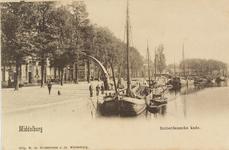 2539 Gezicht op de Rotterdamsekaai te Middelburg, in de richting van de Punt, met afgemeerde schepen