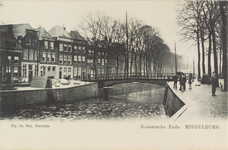 2572 Gezicht op de Rouaansekaai te Middelburg en de Bellinkbrug met rechts de Kinderdijk op een regenachtige dag