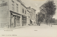 2589 Gezicht op de hoek Sint Janstraat/Turfkaai te Middelburg met de kleermaker en sigarenwinkel D. Burghardt (H 186)