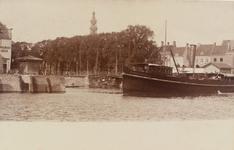 2605 Een mailboot bij de Punt te Middelburg, met links de kop van de Kinderdijk en de Spijkerbrug te Middelburg