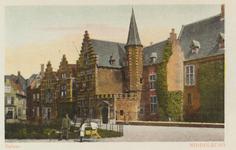 2813 Gezicht op de Balans te Middelburg met plantsoen en een deel van de Abdij