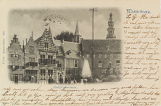 2829 Een poserend gezelschap bij de fontein op de Balans te Middelburg met een deel van de Abdij
