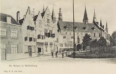 2860 Gezicht op de Balans te Middelburg met het plantsoen, fontein, een deel van de Abdij en poserende personen