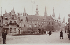 2874 Gezicht op de Balans te Middelburg met een deel van de Abdij en de Balanspoort