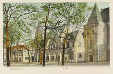 2924 Gezicht op het Abdijplein te Middelburg met het Thoolse huis, de voormalige abtswoning met de Gouvernementspoort ...