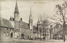 2964 Gezicht op het Abdijplein te Middelburg met het gastenverblijf van de gouverneur des konings, de S.P.Q.M.-poort, ...