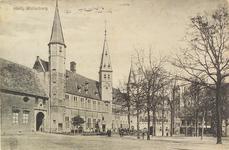 2966 Gezicht op het Abdijplein te Middelburg met het gastenverblijf van de gouverneur des konings, de S.P.Q.M.-poort, ...