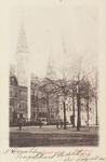 3031 Gezicht op het Abdijplein te Middelburg met het Rijksarchief en de Balanspoort