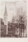 3032 Gezicht op het Abdijplein te Middelburg met het Rijksarchief en de Balanspoort