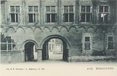 3076 De Balanspoort te Middelburg met een deel van het Rijksarchief aan de zijde van het Abdijplein op de Balans