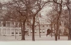3167 Gezicht op het Abdijplein te Middelburg met de ambtswoning van de commissaris der koningin, het gastenverblijf, de ...