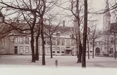 3168 Gezicht op het Abdijplein te Middelburg met de ambtswoning van de commissaris der koningin, het gastenverblijf, de ...