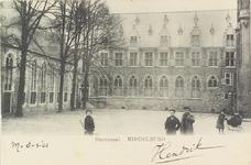 3179 Gezicht op de Statenzaal van de Abdij aan de Groenmarkt te Middelburg met poserende kinderen