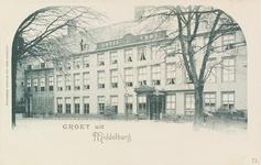 3210 Gezicht op hotel De Abdij en de congiërgewoning van het Rijksarchief aan het Abdijplein te Middelburg