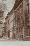 3466 Gezicht op een deel van de Rotterdamsekaai te Middelburg met de gevel van het huis met de dolfijnen O 244 (17) en ...
