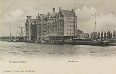 3495 Gezicht op de meelfabriek van de firma wed. J.H.C. Kakebeeke Gz. aan het Kanaal door Walcheren bij Middelburg met ...