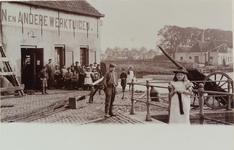 3500 Gezicht vanaf de dokbrug op de fabriek van stoomtoestellen en andere werktuigen van de firma Van der Klip & ...