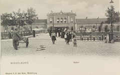 3535 Gezicht op de stationsbrug en het station te Middelburg