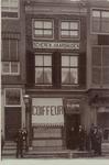 3541 De gevel van de kapperszaak van W.A. Entink c.s. aan de Markt (C8) te Middelburg