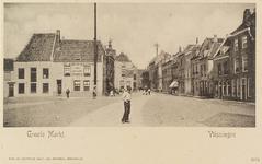 4028 Gezicht op de Grote Markt te Vlissingen, met links Café Billlard De Gouden Leeuw van J. Poppe. Op de achtergrond ...