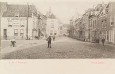 4031 Gezicht op de Grote Markt te Vlissingen, met links Café Billlard De Gouden Leeuw van J. Poppe en op de achtergrond ...