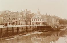4066 Gezicht op het Beursplein, de Beurs en de Voorhaven als onderdeel van de Koopmanshaven te Vlissingen