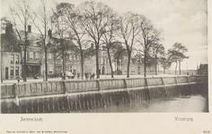 4107 Gezicht op de Rommelkade, thans Emmastraat, te Vlissingen, met café-restaurant Admiraal de Ruyter, het in- en ...