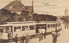 4129 Gezicht op de Badhuisstraat met de tramhalte te Vlissingen.