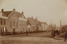 4141 Gezicht op de Coosje Buskenstraat te Vlissingen met links de Gereformeerde kerk