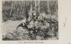 416 Breiende meisjes in het bos, de Manteling, bij Domburg