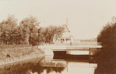 4180 Gezicht op de brug over de Vlissingse Watergang ter hoogte van de Kerkhoflaan, tegenwoordig Koudekerkseweg te Vlissingen
