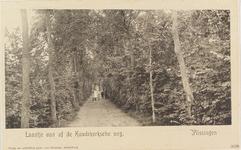 4187 Gezicht op vermoedelijk de Kerkhoflaan vanaf de Koudekerkseweg te Vlissingen met vier poserende kinderen
