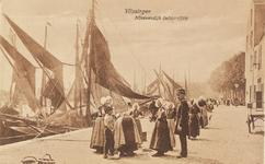 4207 Een groep Arnemuidse vissersvrouwen op de kade achter de Nieuwendijk te Vlissingen
